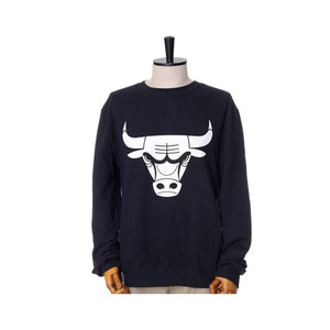 미첼엔네스 NBA 시카고불스 검흰 맨투맨, MitchellandNess CHICAGO BULLS BLACK/WHITE LOGO CREW SWEATSHIRTS - BLACK - 풋셀스토어