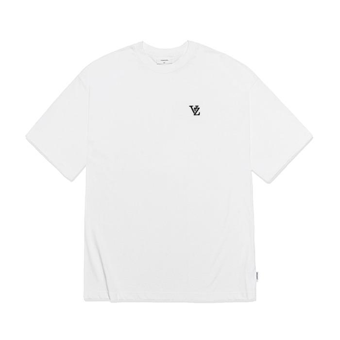 [바잘] 3D 모노그램 블랙 자수 반팔 티셔츠 화이트 - 풋셀스토어