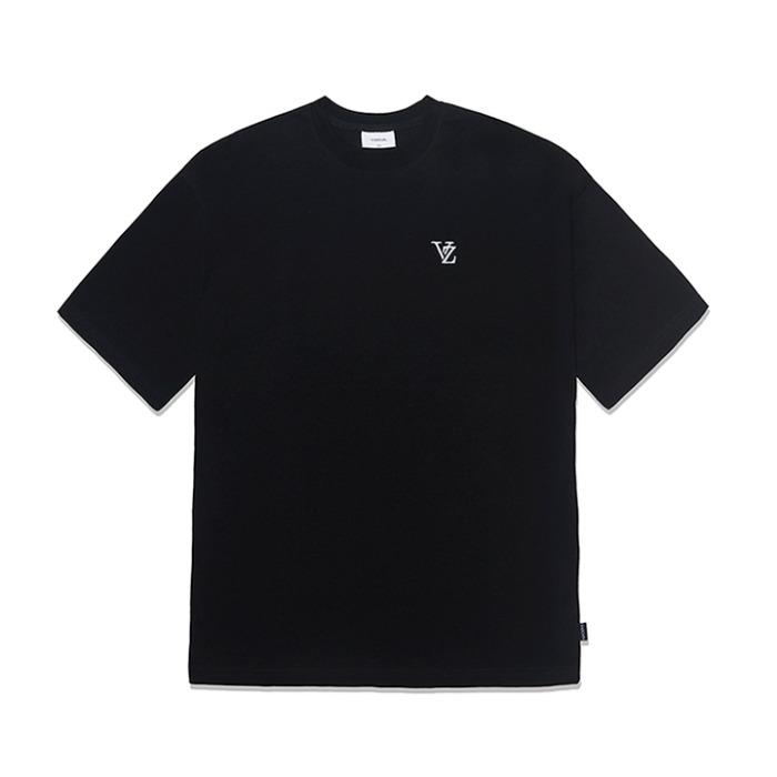 [바잘] 3D 모노그램 화이트 자수 반팔 티셔츠 블랙 - 풋셀스토어